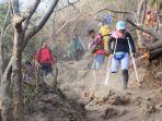 arrohmah-perempuan-pendaki-wanita-pendaki-kaki-satu_1.jpg