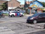 arus-lalu-lintas-di-perlintasan-kaligawe-kota-semarang-pasca-kecelakaan-motor-vs-kereta-api-barang.jpg