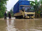banjir-di-jalan-raya-patikraja-banyumas-di-desa-pegalongan-kamis-3122020.jpg