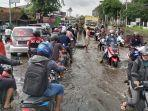 banjir-melanda-jalur-pantura-di-jalan-gajahmada-barat-kota-pekalongan-senin-822021.jpg