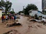 banjir-memporakporandakan-rumah-warga-di-kabupaten-flores-timur-ntt-minggu-442021.jpg