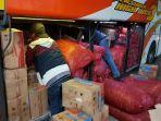bea-cukai-kudus-menggagalkan-pengiriman-rokok-ilegal-yang-disembunyikan-di-bagasi-bus.jpg
