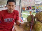 bek-psis-semarang-frendi-saputra-berdagang-durian-di-punggur-lampung-tengah.jpg