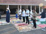bupati-kebumen-arif-sugiyanto-jadi-imam-salat-iduladha-di-rumah-dinas-selasa-2072021.jpg