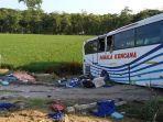 bus-pahala-kencana-kecelakaan-di-tol-pemalang-rabu-6102021.jpg