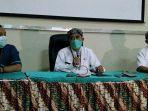 direktur-rsud-dr-loekmono-hadi-abdul-aziz-achyar-senin-2382021.jpg