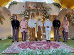 foto-bupati-pati-haryanto-tak-memakai-masker-dengan-pengantin-viral-di-media-sosial.jpg