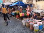 gubernur-ganjar-bersepeda-sembari-melihat-kondisi-pasar-karangayu.jpg