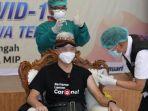 gubernur-ganjar-pranowo-menerima-vaksinasi-covid-19-di-rsud-tugurejo-kota-semarang.jpg