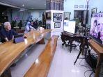 gubernur-jateng-menyapa-melalui-zoom-di-rumah-dinasnya-minggu-1010-malam.jpg