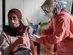 ibu-hamil-menjalani-suntik-vaksin-covid-19-di-puskesmas-sokaraja-2-banyumas-senin-982021.jpg