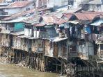 ilustrasi-kemiskinan-deretan-rumah-liar-kumuh.jpg