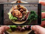 ilustrasi-memotret-produk-makanan-menggunakan-telepon-seluler.jpg