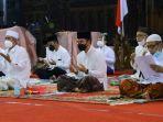 istigasah-kubro-dan-doa-bersama-di-pendopo-kabupaten-kudus-kamis-1062021-malam.jpg