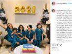 istri-dan-anak-giring-ganesha-merayakan-tahun-baru-2021-di-rumah-jumat-112021.jpg