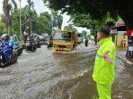 jalan-gajahmada-barat-kota-pekalongan-terendam-banjir.jpg