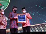 kebumen-juara-1-menerima-penghargaan-kearsipan-dari-anri-rabu-962021.jpg