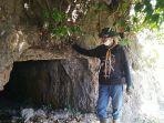 kepala-desa-terban-supeno-menunjukkan-gua-di-perbukitan-patiayam-kudus-rabu-1182021.jpg