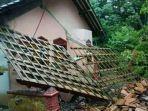 kerusakan-salah-satu-rumah-di-purworejo-akibat-pergerakan-tanah.jpg