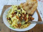 kupat-bongkok-kuliner-khas-tegal.jpg