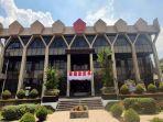 lambang-tni-terpasang-di-atas-gedung-kantor-wali-kota-magelang-rabu-2582021.jpg