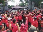 massa-dari-partai-demokrasi-indonesia-perjuangan-pdi-p.jpg