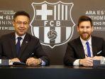 mega-bintang-barcelona-lionel-messi-berpose-bersama-presiden-barcelona-josep-maria-bartomeu.jpg