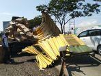 mobil-boks-pengangkut-infus-dan-susu-bubuk-kecelakaan-di-jalan-arteri-kaliwungu-kamis-842021.jpg