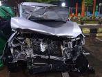 mobil-innova-bernomor-polisi-b-1193-biu-rusak-akibat-kecelakaan-di-km-333400-tol-pekalongan.jpg