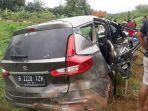mobil-suzuki-ertiga-mengalami-kecelakaan-tunggal-di-tol-pekalongan-batang-km-331400-jalur-a.jpg