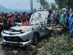 mobil-tertimpa-pohon-randu-di-jalan-raya-pemalang-randudongkal-empat-dari-delapan-penumpang-tewas.jpg