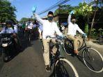 pasangan-oji-jeni-naik-sepeda-berangkat-ke-kpu-purbalingga-mendaftar-sebagai-peserta-pilkada-2020.jpg