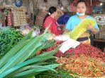 pedagang-cabai-melayani-pembeli-di-pasar-karangayu-kota-semarang-kamis-2682021.jpg