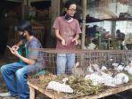 pedagang-kelinci-di-pasar-hewan-purbalingga-pada-kamis-2112021.jpg