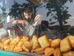 pedagang-roti-goreng-dan-cakwe-di-jalan-semeru-kota-tegal.jpg