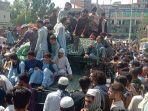 pejuang-taliban-dan-warga-lokal-di-provinsi-jalalabad-minggu-1582021.jpg