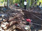 pekerja-menggali-diduga-candi-di-dusun-boto-tumpang-desa-karangsari-kecamatan-rowosari-kendal.jpg