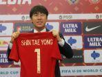 pelatih-baru-pssi-asal-korea-selatan-shin-tae-yong-saat-ditemui-usai.jpg