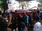 pemakaman-rektor-ump.jpg