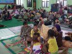 pengungsi-bajir-tinggal-di-aula-kecamatan-pekalongan-barat-minggu-2122021.jpg