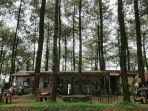 pengunjung-menikmati-kedai-kopi-bernuansa-alam-di-blado-kabupaten-batang.jpg
