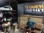 pengunjung-tengah-menikmati-hidangan-waroeng-sak-sake-di-tingkir-kota-salatiga.jpg