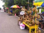 penjual-durian-yang-berada-di-jalan-jenderal-soedirman.jpg