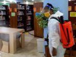 penyemprotan-disinfektan-di-gedung-upt-perpustakaan-unsoed-purwokerto-jumat-2562021.jpg