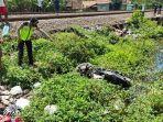 polisi-menunjuk-kendaraan-korban-tertabrak-kereta-api-di-desa-kalibagor-kebumen-sabtu-2032021.jpg