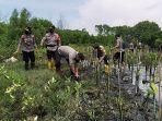 polres-pekalongan-tanam-mangrove-di-pantai-wonokerto-pekalongan-senin-4102021.jpg