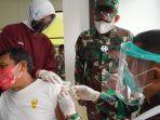 prajurit-wijayakusuma-saat-disuntik-vaksin-di-rumah-sakit-wijayakusuma-purwokerto.jpg