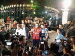 presiden-jokowi-berfoto-di-depan-istana-kepresidenan-yogyakarta.jpg