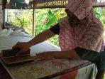 proses-pembuatan-batik-patroon-ambarawa-di-rumah-produksi-belum-lama-ini.jpg