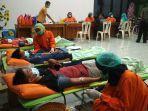 puluhan-warga-desa-kemutugkidul-kecamatan-baturraden-banyumas-mengikuti-donor-darah.jpg